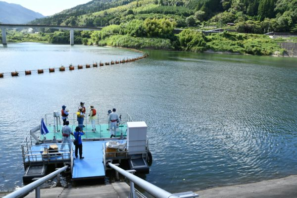 巡視艇でのダム湖の見学(福岡県藤波ダム)